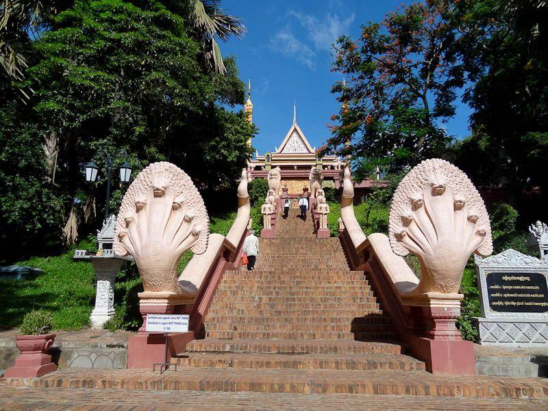 Wat Phnom (1)