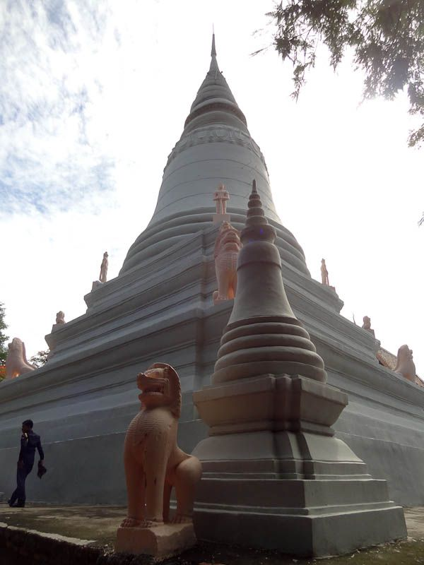 Wat Phnom (10)