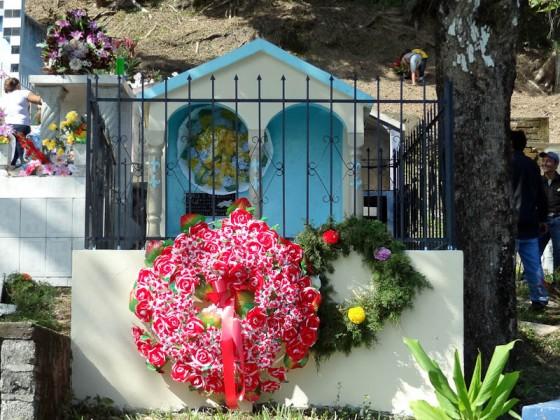 Yoloaiquin Cemetery Pictures On Dia Del Muerto